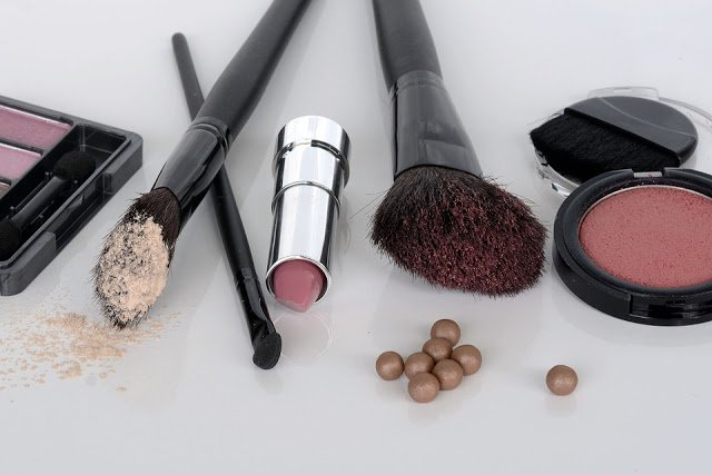 Top tips for buying cosmetics online