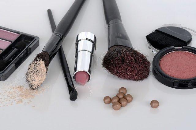 buying-make-up-online