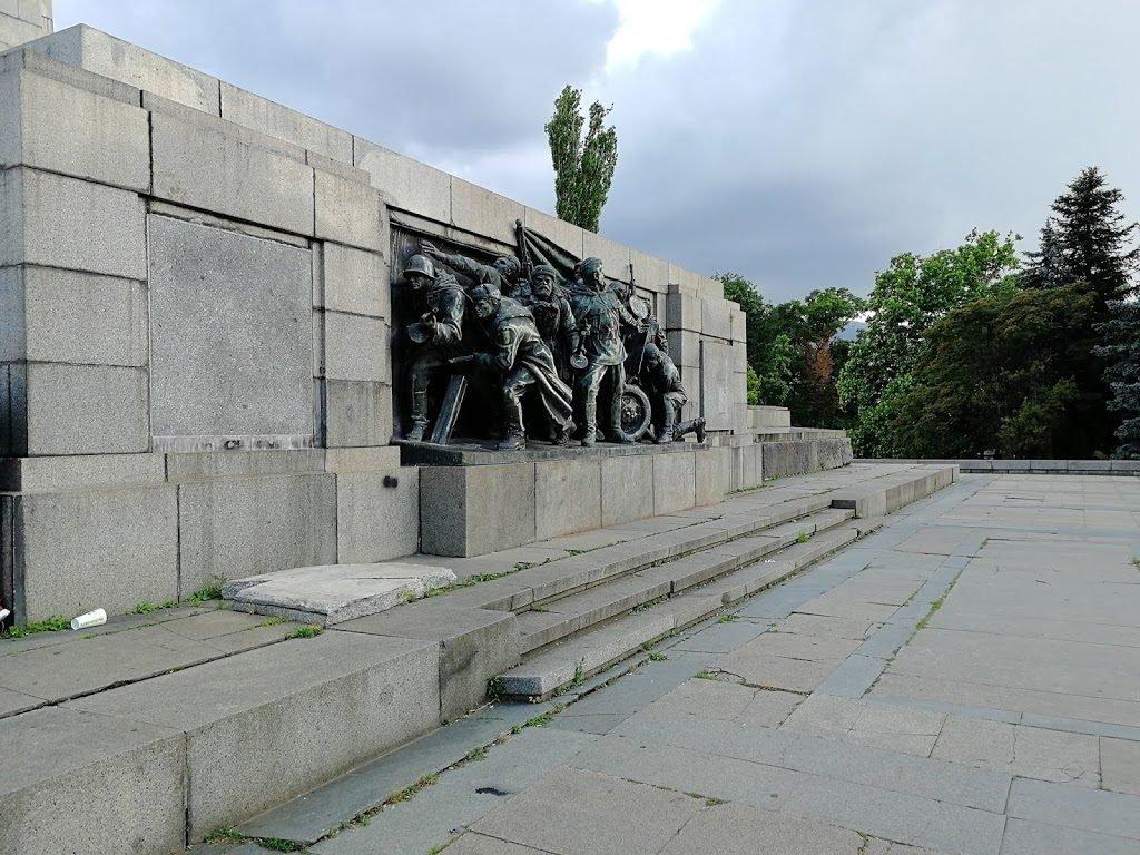 sofija bolgarija v dveh dneh spomenik sovjetski vojski
