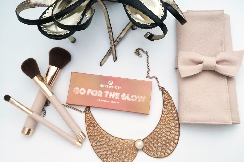 Essence Go For the Glow paleta osvetljevalcev 02 The Warms