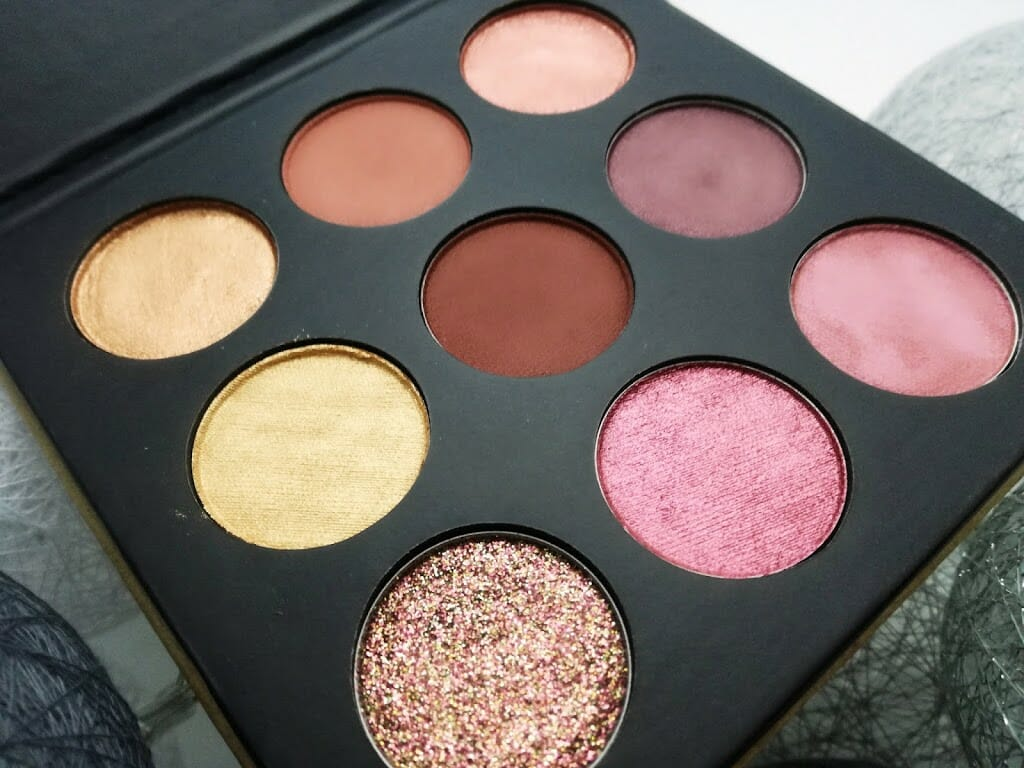 essence-ho-ho-ho-le-eyeshadow-palette-01-jingle-all-the-way
