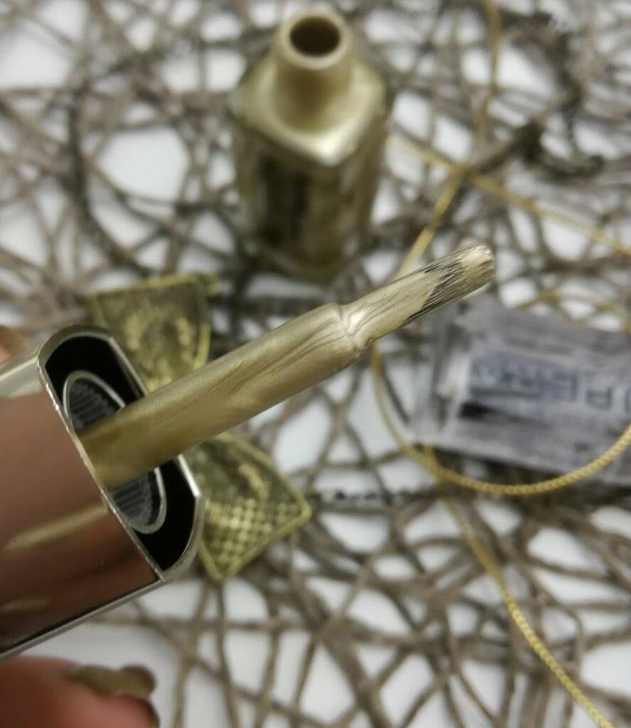 vipera-metal-effect-nail-polish-931-gold