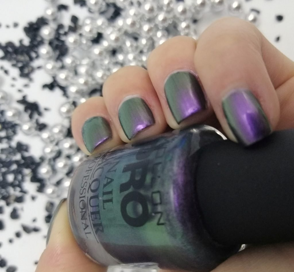 mollon-pro-203-violet-touch-duochrome-nail-polish
