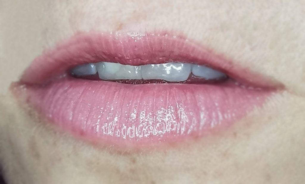 catrice-dewy-ful-lips-balzam-za-ustnice-be-you-dew-you