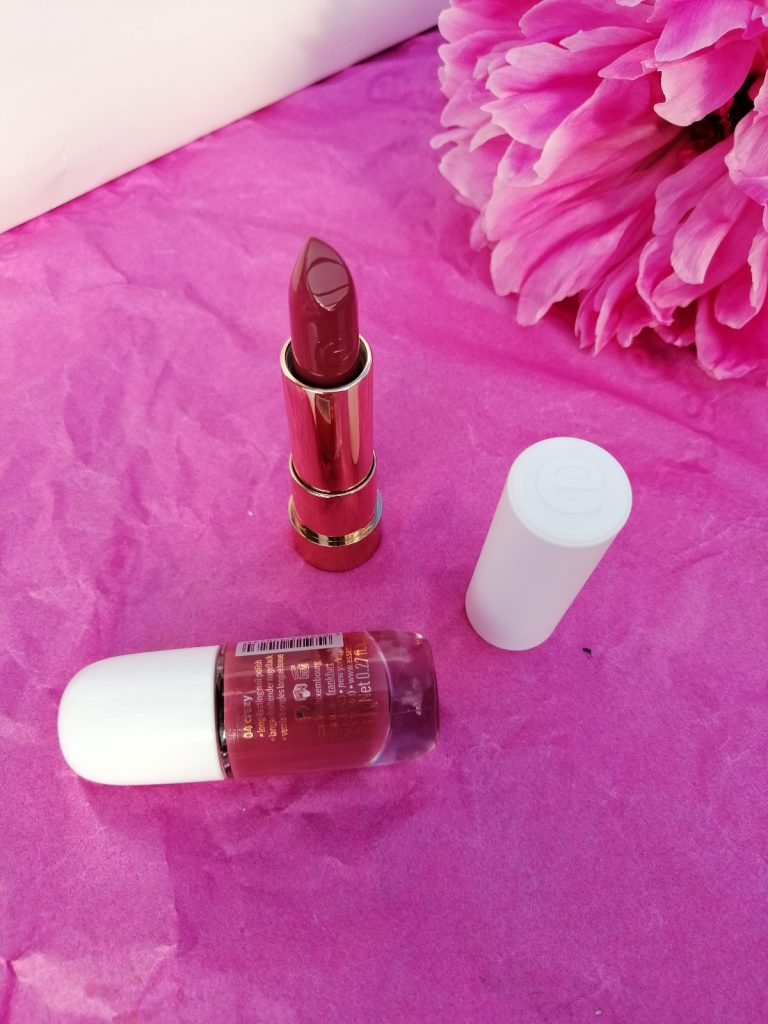 favourite-of-2019-make-up-essence-this-is-me-nail-polish-lipstick-collection-04-crazy
